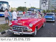 American cars on Plaza de la Revolución in Havana. Many cars are ... (2016 год). Редакционное фото, фотограф Andre Maslennikov / age Fotostock / Фотобанк Лори