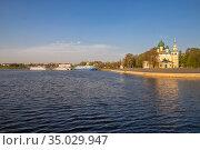 Cruise ships in Uglich (2019 год). Стоковое фото, фотограф Юлия Бабкина / Фотобанк Лори