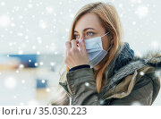young woman wearing protective medical mask. Стоковое фото, фотограф Syda Productions / Фотобанк Лори
