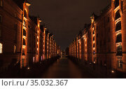 Speicherstadt perspective at night, warehouse district (2018 год). Стоковое фото, фотограф EugeneSergeev / Фотобанк Лори