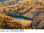 Top view of lake Uchkel in the Ulagan plateau at autumn, Altai Republic, Russia. Стоковое фото, фотограф Наталья Волкова / Фотобанк Лори