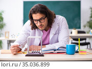 Young male physicist in the classroom. Стоковое фото, фотограф Elnur / Фотобанк Лори