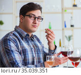 Professional sommelier tasting red wine. Стоковое фото, фотограф Elnur / Фотобанк Лори