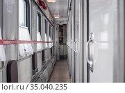 Пустой коридор вагона купе. Стоковое фото, фотограф Антонина / Фотобанк Лори