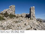Caseta de n'Aragó, remains of a roter hut, top of the Mola de l'Esclop... Стоковое фото, фотограф Tolo Balaguer / age Fotostock / Фотобанк Лори