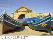 Boats una port gate. Стоковое фото, фотограф Ignacy Wojciech Pilch / age Fotostock / Фотобанк Лори