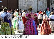 Valencia, traditional dresses. Comunidad Valenciana, Spain. (2012 год). Редакционное фото, фотограф J M Barres / age Fotostock / Фотобанк Лори