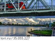 Москва,Даниловский мост на Москве-реке (2020 год). Редакционное фото, фотограф glokaya_kuzdra / Фотобанк Лори