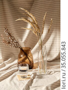 glass of water, decorative dried flowers in vases. Стоковое фото, фотограф Syda Productions / Фотобанк Лори