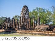 Руины древнего кхмерского храма  Wat Phra Pai Luang солнечным днем. Сукхотай, Таиланд (2016 год). Стоковое фото, фотограф Виктор Карасев / Фотобанк Лори