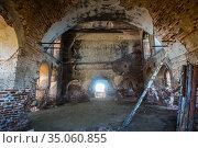 Interior of an old ruined brick church (2017 год). Стоковое фото, фотограф Юрий Бизгаймер / Фотобанк Лори