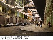 Москва новогодняя. Улица Ильинка (2019 год). Редакционное фото, фотограф Dmitry29 / Фотобанк Лори