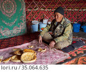 The yurt of a local herder. The Alaj valley in the Pamir Mountains... (2019 год). Редакционное фото, фотограф Martin Zwick / age Fotostock / Фотобанк Лори