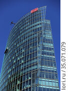 Berlin, Germany, Bahn-Tower at Potsdamer Platz (2019 год). Редакционное фото, агентство Caro Photoagency / Фотобанк Лори