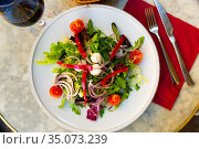 Fresh vegetable salad with mini mozzarella pearls. Стоковое фото, фотограф Яков Филимонов / Фотобанк Лори
