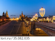 Moscow, Russia - Feb 21. 2020. Vasilevsky descent - the road to Kremlin. Редакционное фото, фотограф Володина Ольга / Фотобанк Лори