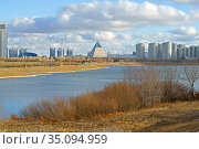 Banks Ishim River. Residential area. Nur Sultan. Стоковое фото, фотограф Валерия Попова / Фотобанк Лори