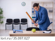 Aggressive male employee with baseball bat in budget planning co. Стоковое фото, фотограф Elnur / Фотобанк Лори