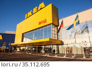 Yellow building of the Ikea shopping mall is in the large MEGA Family Shopping Centre. It is located in Kudrovo district, Dybenko. St. Petersburg. Редакционное фото, фотограф Кекяляйнен Андрей / Фотобанк Лори