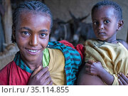 People leaving near Gheralta Mountains in Hawzen Tigray region Ethiopia... (2020 год). Редакционное фото, фотограф Sergi Reboredo / age Fotostock / Фотобанк Лори