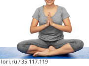 woman doing yoga in lotus pose. Стоковое фото, фотограф Syda Productions / Фотобанк Лори