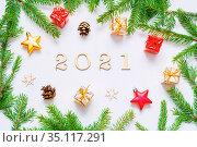 2021 год, новогодняя открытка. New Year 2021 background with 2021 figures,Christmas toys, fir branches-New Year 2021 composition. Стоковое фото, фотограф Зезелина Марина / Фотобанк Лори