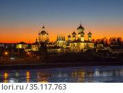 Tikhvin Assumption Monastery with evening illumination. Стоковое фото, фотограф Юлия Бабкина / Фотобанк Лори