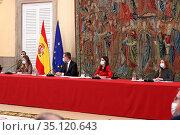 King Felipe VI of Spain, Queen Letizia of Spain, Crown Princess Leonor... Редакционное фото, фотограф Manuel Cedron / age Fotostock / Фотобанк Лори