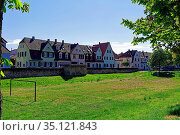 Altstadt, Stadtmauer, Bärenturm, historisch, Spielplatz, Kastanienblüten... Стоковое фото, фотограф Bernd J. W. Fiedler / age Fotostock / Фотобанк Лори