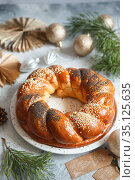 Sweet Bread Wreath. brioche garland with dried berries and nuts. Holiday recipes. Braided Bread.Twist Bread Wreath with poppy seeds and sesame seeds. Christmas Wreath Bread. Стоковое фото, фотограф Nataliia Zhekova / Фотобанк Лори