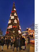Москва новогодняя, ёлка  на Красной площади у ГУМа. Редакционное фото, фотограф Dmitry29 / Фотобанк Лори