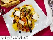 Autumn salad of potatoes, vegetables and fresh cheese. Стоковое фото, фотограф Яков Филимонов / Фотобанк Лори