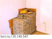 big street ginger cat sleeping on stacked bricks. Стоковое фото, фотограф Акиньшин Владимир / Фотобанк Лори