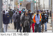 Detroit, Michigan - Postal workers, headed for their jobs at Detroit... Редакционное фото, фотограф Jim West / age Fotostock / Фотобанк Лори