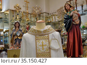 Liturgical dress for mass with matching mask in the Ghezzi shop in... Редакционное фото, фотограф Maria Laura Antonelli / AGF/Maria Laura Antonelli / age Fotostock / Фотобанк Лори