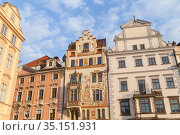 Facade of houses at the Old Town Square in Prague (2017 год). Редакционное фото, фотограф EugeneSergeev / Фотобанк Лори