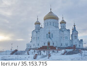 Temple of the Belogorsky Convent in Perm Krai, Russia on a foggy winter day. Редакционное фото, фотограф Евгений Харитонов / Фотобанк Лори