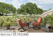 Deck with two chairs and lake view, Inn on Lake Granbury, Granbury... Стоковое фото, фотограф Matthew Lovette / age Fotostock / Фотобанк Лори