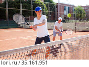 tennis players of different generations playing tennis court. Стоковое фото, фотограф Татьяна Яцевич / Фотобанк Лори
