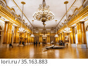 :Interior of the coat of Arms hall in the Winter Palace. Saint Petersburg, Russia (2015 год). Редакционное фото, фотограф Наталья Волкова / Фотобанк Лори