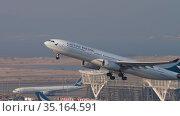 A330 airliner taking off (2019 год). Редакционное видео, видеограф Игорь Жоров / Фотобанк Лори