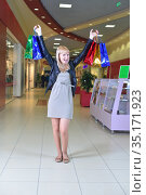 Girl holding shopping bags at the stores background. Стоковое фото, фотограф Арестов Андрей Павлович / Фотобанк Лори