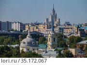 Москва, городская застройка в Басманном районе (2020 год). Редакционное фото, фотограф glokaya_kuzdra / Фотобанк Лори