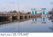 Floodgate and dam on Ob Sea in winter season. Novosibirsk, Siberia, Russia. Редакционное фото, фотограф Serg Zastavkin / Фотобанк Лори