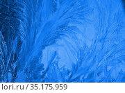 Обледеневшее стекло с крупными морозными узорами. Стоковое фото, фотограф Наталья Горкина / Фотобанк Лори