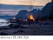 Unrecognisable people celebrating summer solstice with bonfires on beach. Стоковое фото, фотограф Ints VIkmanis / Фотобанк Лори
