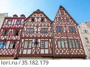 Фасад дома построенного по фахверковой технологии в Трире, Германия (2018 год). Редакционное фото, фотограф V.Ivantsov / Фотобанк Лори