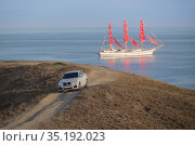 Sailboat at sea and off-road vehicle by the sea. Стоковое фото, фотограф Юрий Бизгаймер / Фотобанк Лори