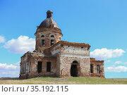 Old ruined church in a field (2013 год). Стоковое фото, фотограф Юрий Бизгаймер / Фотобанк Лори