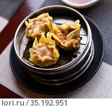 Chinese dish - dumplings shumai with soy sauce. Стоковое фото, фотограф Яков Филимонов / Фотобанк Лори